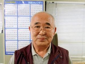 まるも・よういち 71歳。浦安出身。高校3年生で本格的に海苔業に取り組む。大相撲の東京、名古屋、大阪場所で土産品を販売。本店(北栄)、猫実店、魚市場店を営み、江戸前の商品は県漁連指定、浦安観光協会優良名産品の推奨を受けている。