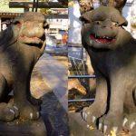豊受神社の狛犬はしっかりした彫りで歴史を感じさせる