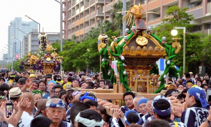 浦安の伝統伝える神輿パレード