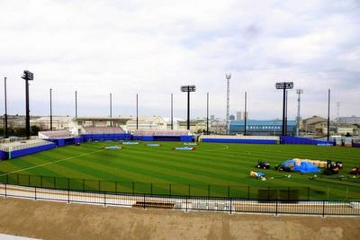人工芝の硬式球場完成