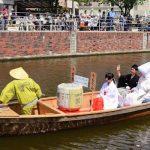 花嫁花婿を運ぶ令和最初の「嫁入り舟」境川に浮ぶ