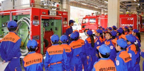 おさんぽカメラ: 少年消防団員が ロープ結索訓練