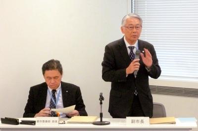 工事中止の見通しを明らかにした石井副市長