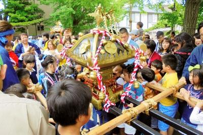 稲荷神社で例祭