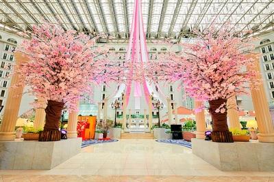 アトリウムロビーを華やかに彩る桜