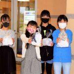 明海小6年生5人が手製マスク 100枚を老人ホームにプレゼント
