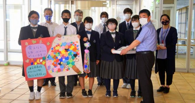 特養へ手作りマスク寄贈 浦安南高ボランティア部