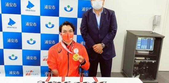 鈴木選手が内田市長を表敬訪問 東京パラ・競泳で5個のメダル獲得